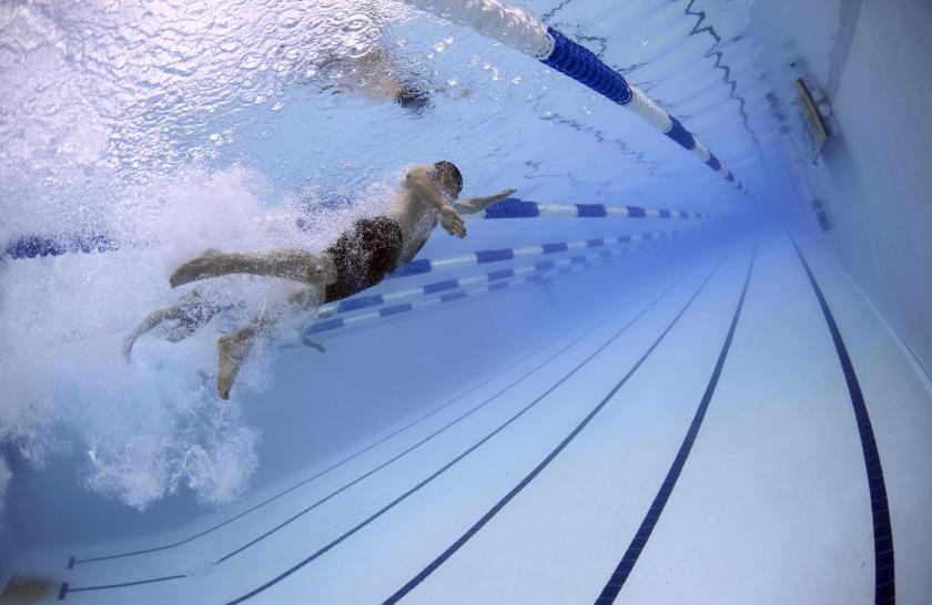 swimmers-swimming-race-competition-56837.jpg